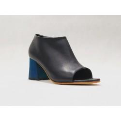 Bardot Brazil zapatos hechos a mano de cuero napa negro detalles azul taco madera azul 7 cm