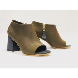 Bardot Brazil zapatos hechos a mano de cuero verde graso detalles negro taco madera negro 7 cm