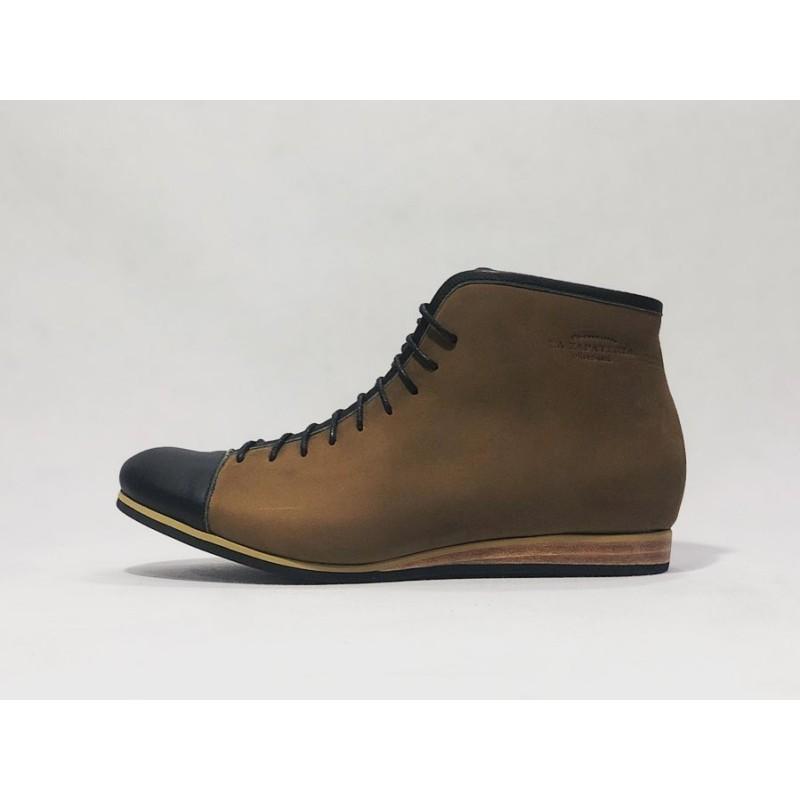 Ocho zapatos de cuero hechos a mano camel graso napa negro detalles negro beige