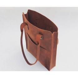 Nómada Bag 2 portalaptop de cuero hecho a mano rojo graso