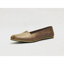 Pampa Fem zapatos hechos a mano de cuero cerato camel detalles beige negro
