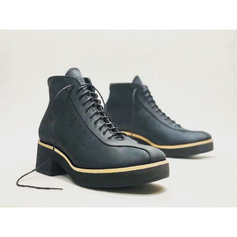 Patagonia zapatos hechos a mano de cuero negro graso mate detalles beige negro