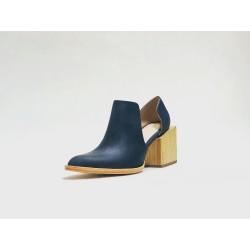Alfonsina zapatos hechos a mano de cuero azul graso océano detalles beige taco madera natural 7 cm