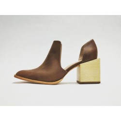 Alfonsina zapatos hechos a mano de cuero ranger vino detalles beige taco madera natural 7 cm