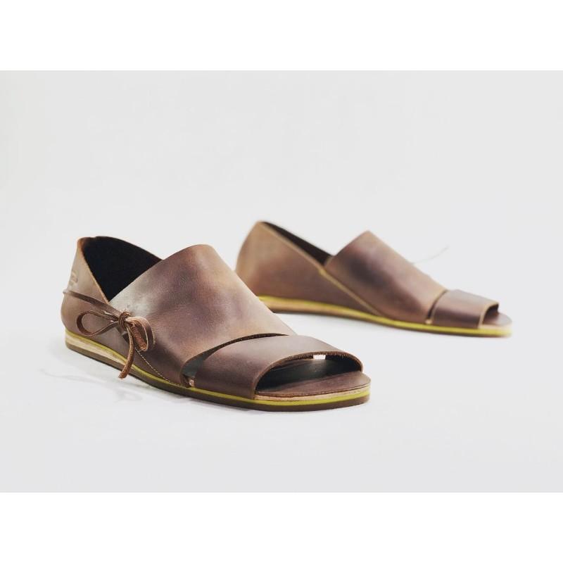Nuna sandalias de cuero hechas a mano ranger vino detalles amarillo