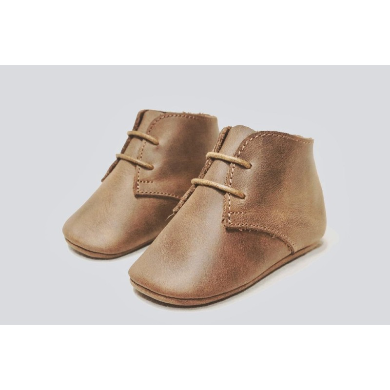 Chavito Camel zapato para niño hecho a mano de cuero cerato