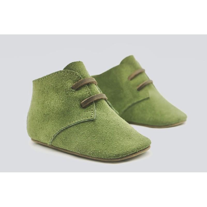 Chavito verde zapato de gamuzon y cuero graso hecho a mano